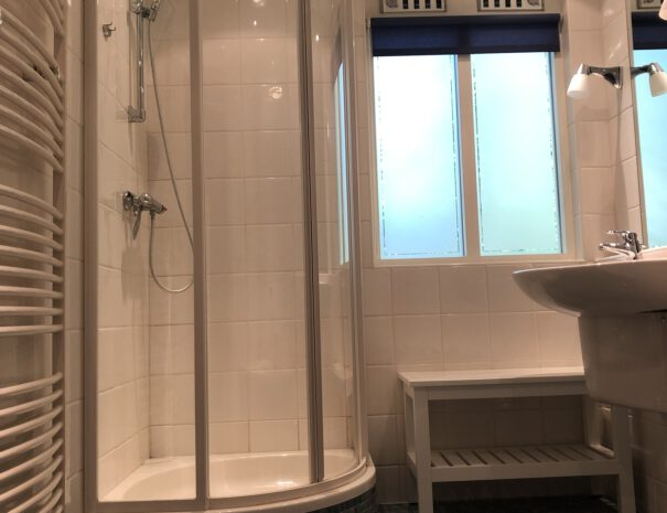 Bungalow III - douche en ligbad in comfortabele badkamer (Bungalow 3)